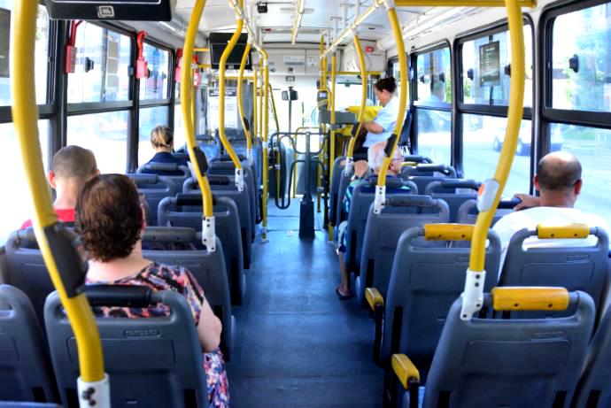 Em um ônibus, motorista e cobrador têm seu lugar de fala garantido... e os demais?