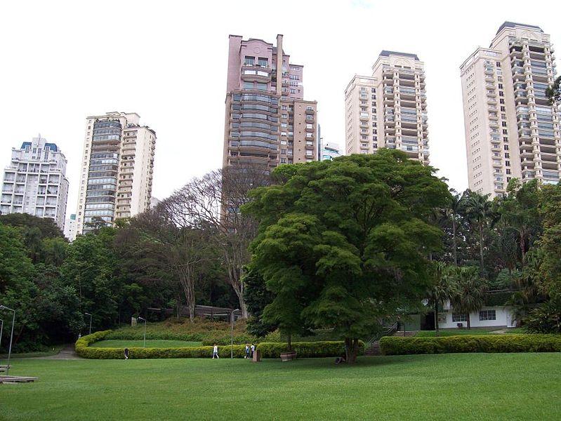 O bairro do Panamby é um dos poucos bairros nobres de São Paulo que alia natureza e nobreza