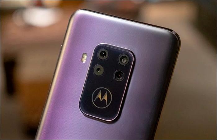 O sistema de câmeras é bem versátil no Motorola One Zoom