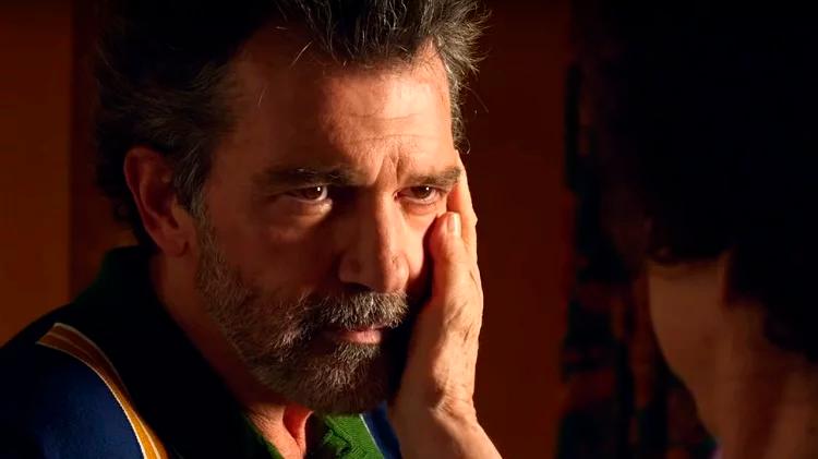 Dor e Glória, com Antonio Banderas vivendo Salvador Mallo... um diretor de cinema em declínio que se descobre velho