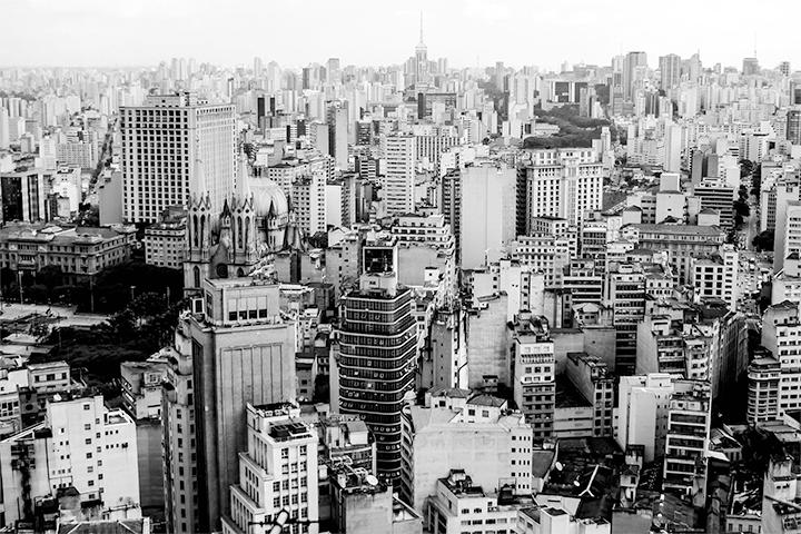 Para Tio Custódio, São Paulo é uma cidade cinza... seja no céu... seja na terra.