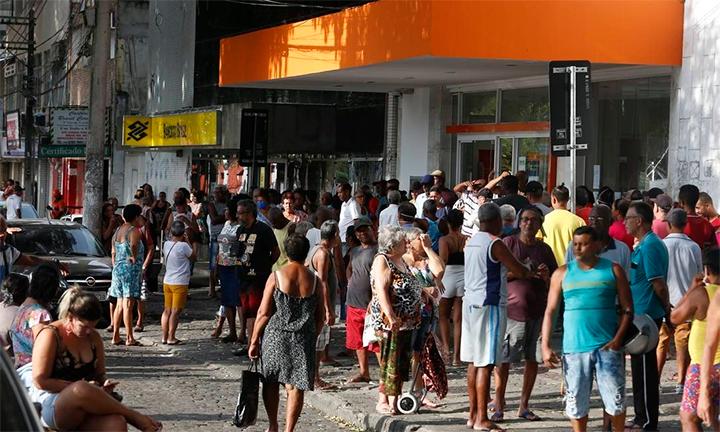 No Rio de Janeiro, muita gente anda ignorando a quarentena (Link para a notícia)