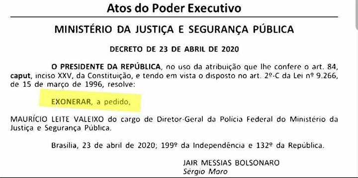 """A publicação mostrando a exoneração """"a pedido"""""""