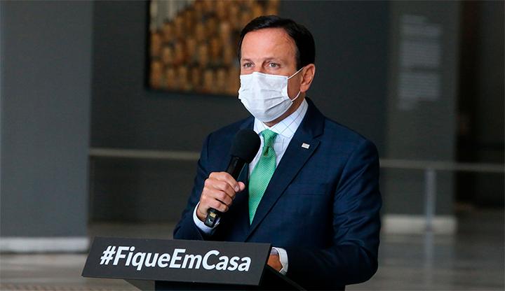Governador João Dória anunciando novas diretrizes para a quarentena